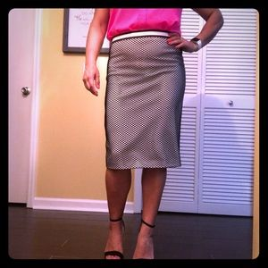Vince Camuto pencil skirt netted
